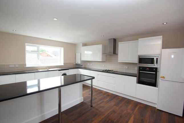 Thumbnail Flat to rent in Guildford Road, Bisley, Woking