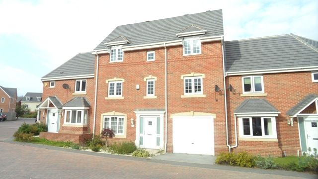 Thumbnail Town house to rent in Topliss Way, Leeds