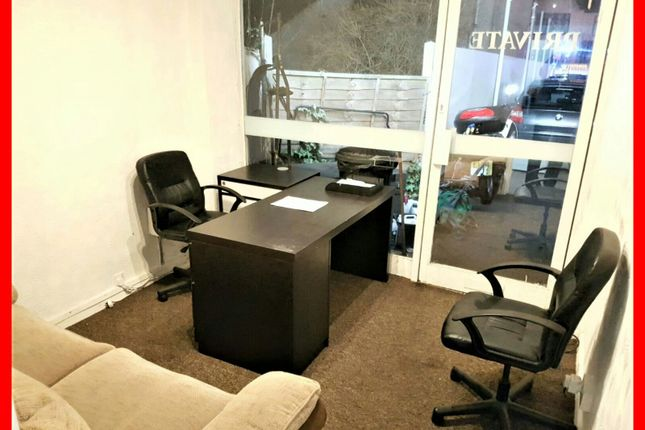 Serviced office to let in Greenlane, Ilford
