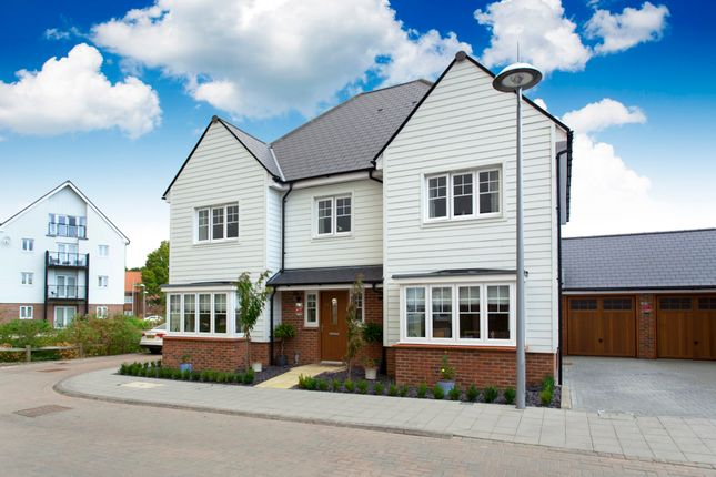 5 bed detached house for sale in Kilnwood Close, Faygate, Horsham, West Sussex