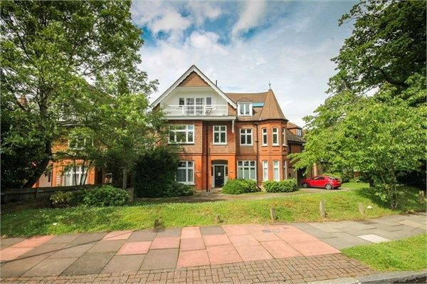 Thumbnail Flat to rent in Kingswood Road, Bromley, Kent
