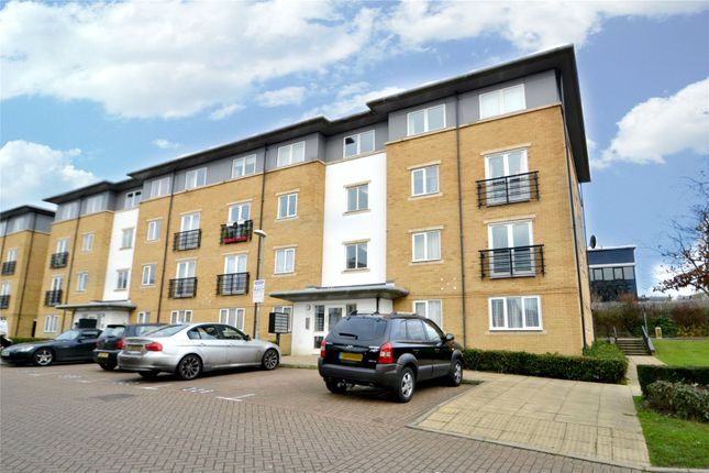 Flat to rent in Ovaltine Drive, Kings Langley