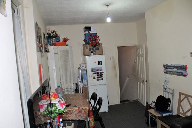 Thumbnail Flat for sale in Ling Road, London