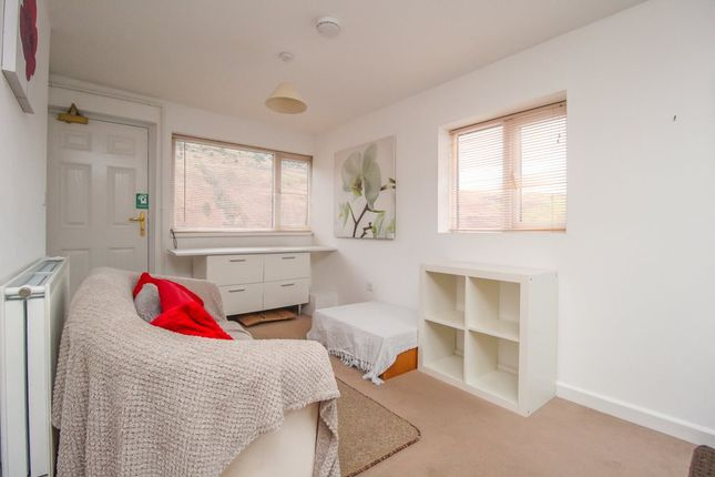 Studio to rent in East Rd, Tylorstown, Ferndale CF43