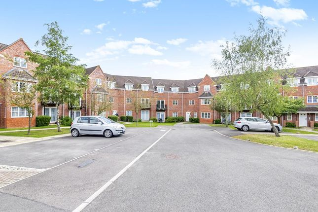 Thumbnail 2 bed flat for sale in Fennel Court, Thatcham