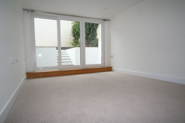 Thumbnail Flat to rent in Lemon Street, Truro, Cornwall