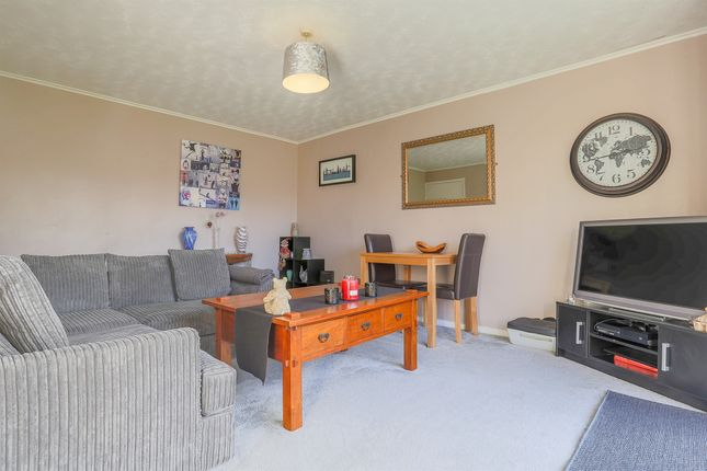 Thumbnail Flat for sale in Beech Close, Newlands Crescent, East Grinstead