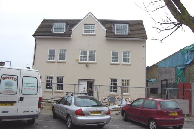 Thumbnail Flat to rent in King Edward Road, Waltham Cross