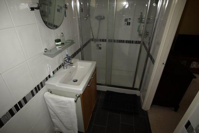 En-Suite of Wells Mount, Upper Cumberworth, Huddersfield HD8