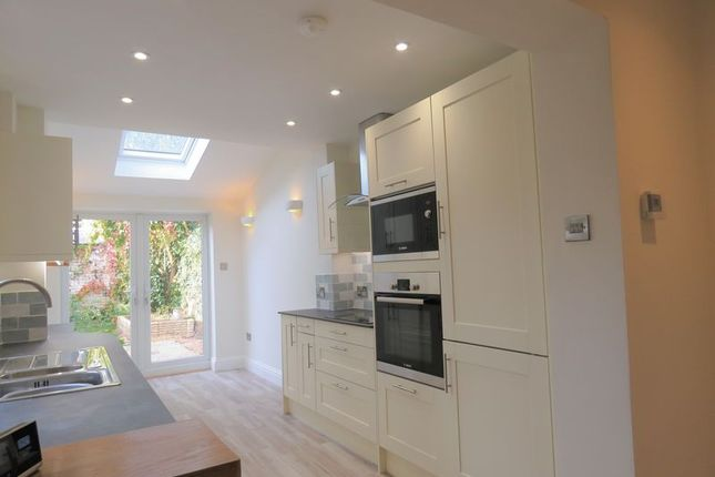 Thumbnail Terraced house to rent in Victoria Road, Marlow