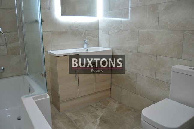 1 bed flat to rent in High Street, Slough, Berkshire.