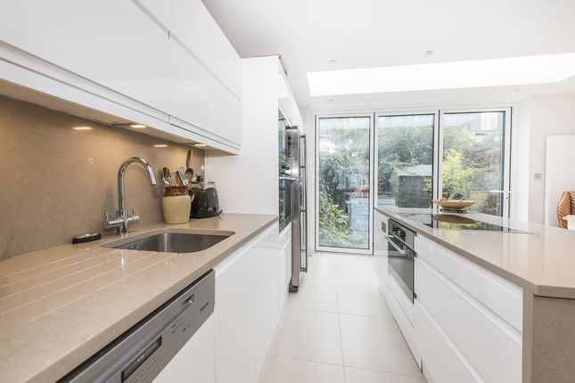 Thumbnail Property to rent in Lewin Road, London