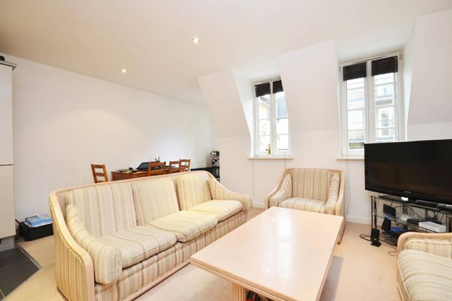 Thumbnail Flat for sale in Hampton Court Mews, East Molesey