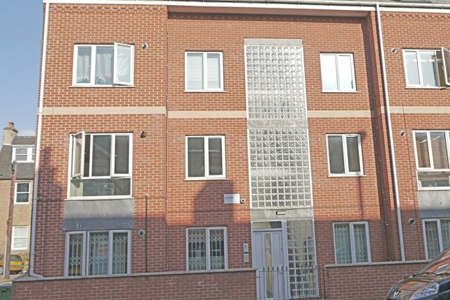 Thumbnail Flat to rent in Radford Road, Hyson Green