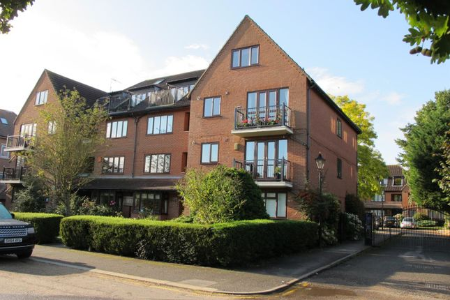 Thumbnail Flat for sale in Forest View, London