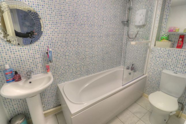 Bathroom of Forest Close, Dukinfield SK16