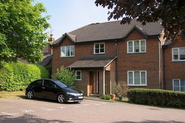 Thumbnail Property to rent in Hunts Farm Close, Borough Green, Sevenoaks