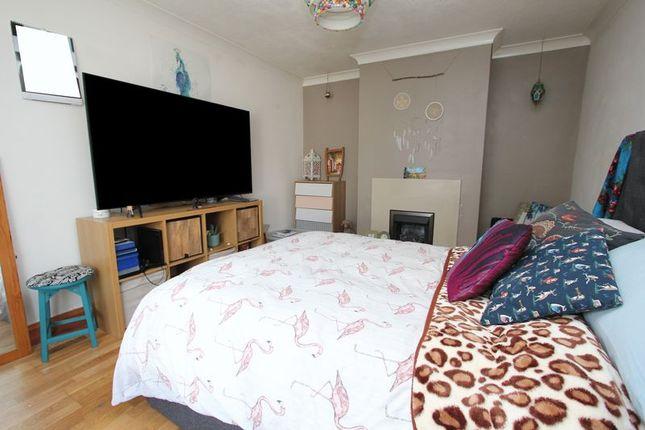 Lounge of Ceiriog Close, Barry CF63