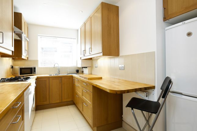 2 bed flat to rent in Portsmouth Road, Surbiton
