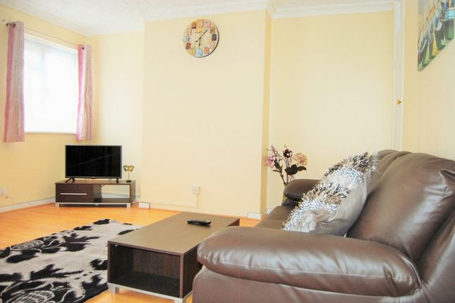 3 bed duplex to rent in Monteagle Court, Geffrye Estate, London