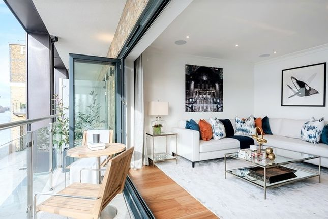 Thumbnail Town house to rent in Oxbridge Townhouses, Palace Wharf, Rainville Road