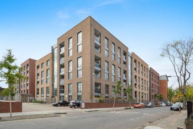 Thumbnail 3 bed flat for sale in Silwood Street, Surrey Quays, London