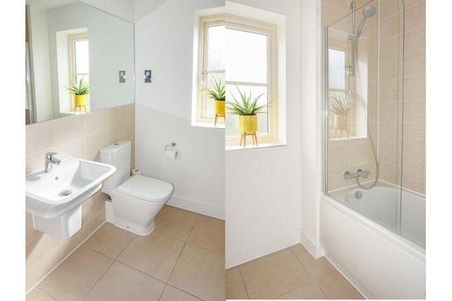 Family Bathroom of Jacobs Piece, Fairford GL7