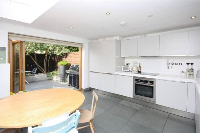 3 bed terraced house to rent in Thorne Street, Barnes, London