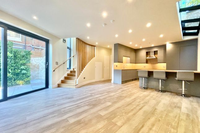 2 bed semi-detached house to rent in Pemberton Gardens, Archway, London N19