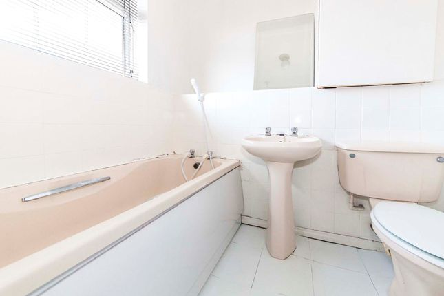 Bathroom of Roxburgh Close, Normanby, Middlesbrough TS6