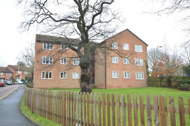 2 bed flat for sale in Chessington Hall Gardens, Chessington, Surrey. KT9