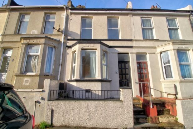 3 bed property to rent in Holcombe Road, Rochester