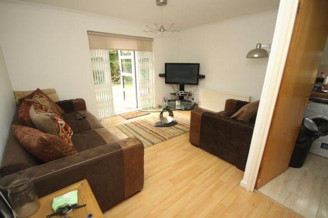 Thumbnail Flat to rent in Halley Garden, Lewisham
