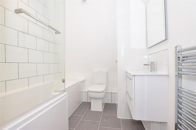 Bathroom of Park View, Sturry, Canterbury, Kent CT2
