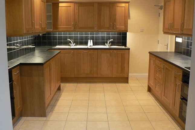 Thumbnail Shared accommodation to rent in Westbury Crescent, Cowley, Oxford