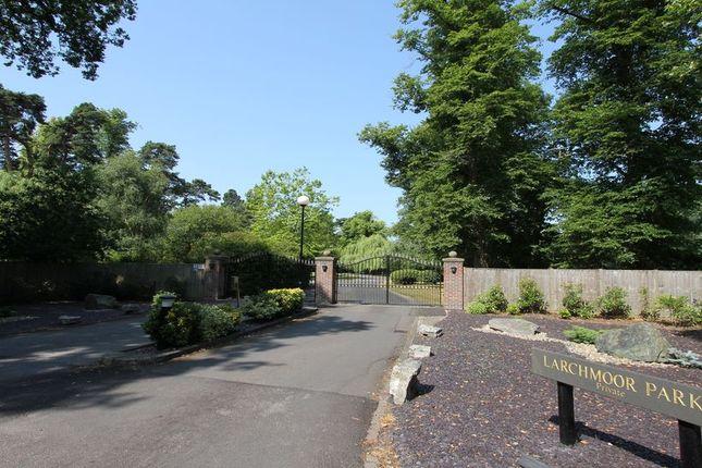 2 bed flat to rent in Larchmoor Park, Gerrards Cross Road, Stoke Poges, Slough
