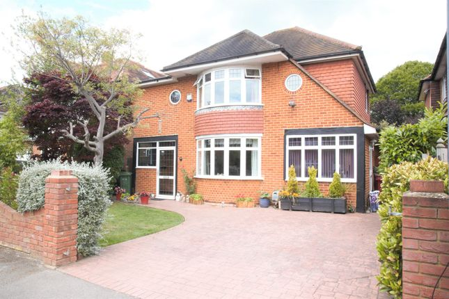 Thumbnail Detached house for sale in Sutton Avenue, Langley