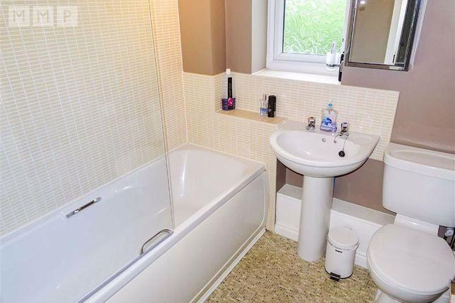 Bathroom: of 4, Hafod Cottages, Parc Hafod, Llanymynech, Powys SY22