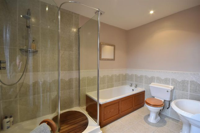 Bathroom of Main Street, Sutton-On-Trent, Newark NG23