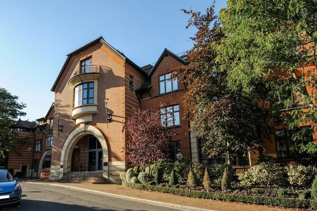 Thumbnail Flat for sale in Henley On Thames, Oxfordshire