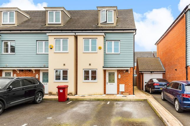Thumbnail Terraced house for sale in Collier Close, Slough