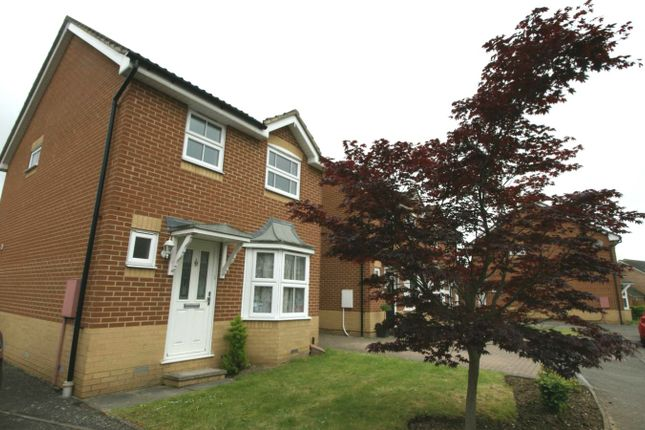 3 bed link-detached house to rent in Mason Drive, Harold Wood RM3