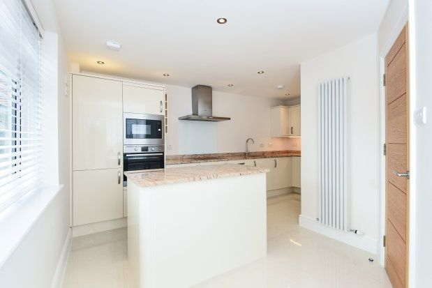 Thumbnail Property to rent in High Road, Loughton