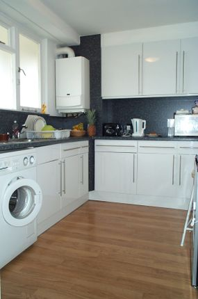 Thumbnail Flat to rent in Trott Street, By Battersea Square & Chelsea
