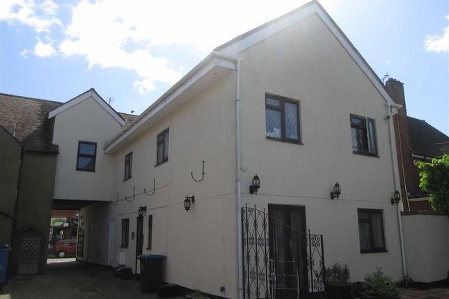 Thumbnail Flat to rent in High Street, Burnham, Berkshire