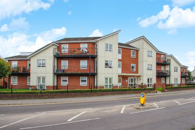 Thumbnail Flat for sale in Hart Road, Benfleet