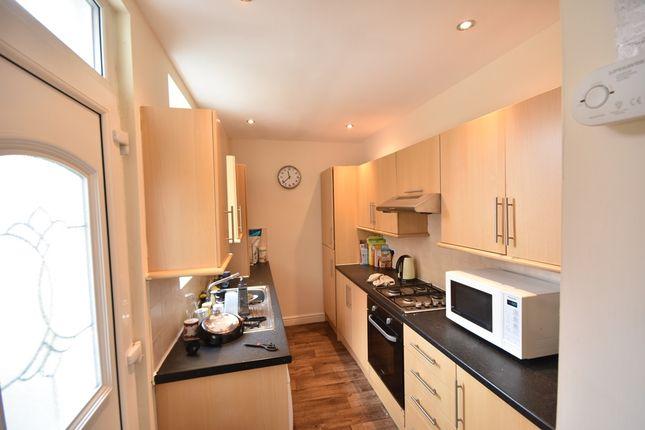 2 bed flat to rent in Simonside Terrace, Heaton, Newcastle Upon Tyne