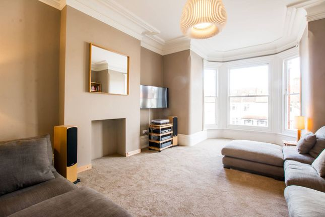 Thumbnail Flat for sale in Alexandra Park Road, Muswell Hill