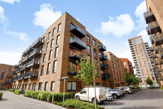 Flat in  Royal Victoria Gardens  Whiting Way  London S Greenwich