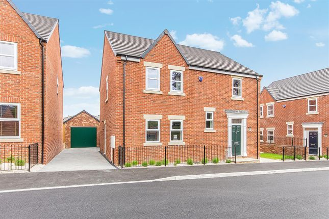 5 bedroom detached house for sale in Hunters Walk, Chesterfield
